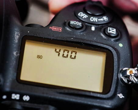 Picture: DSLR camera readout showing ISO at 400 to capture fast motion